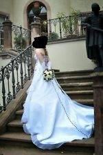 Traumhaftes Hochzeitskleid in bordeaux/weis Gr