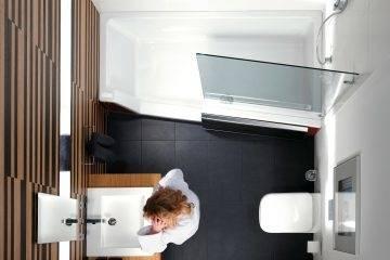 Dachgeschoss: Einbau einer Holzsauna mit Glasfront im Badezimmer