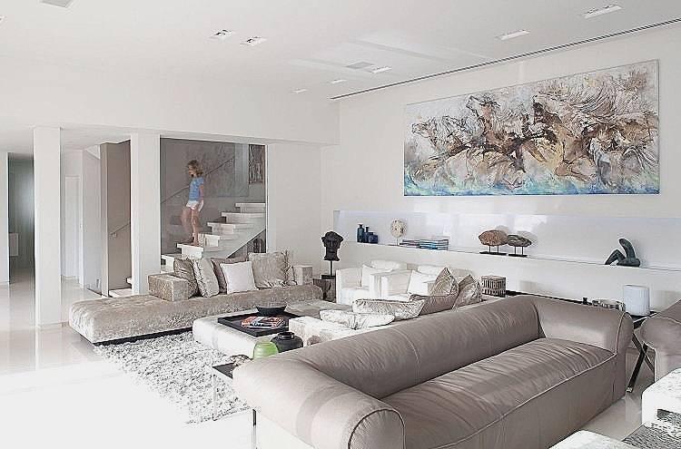 Stilvolle Schlafzimmer Interior Design Mit Weißen Kissen Und Dekorative Dächer Auf Dem Bett