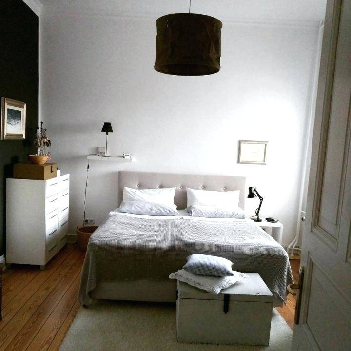 Wer die Wanne nicht neben dem Bett haben möchte, kann das Schlafzimmer aber  auch mit einem begehbaren Kleiderschrank aufwerten, um Platz für ein extra