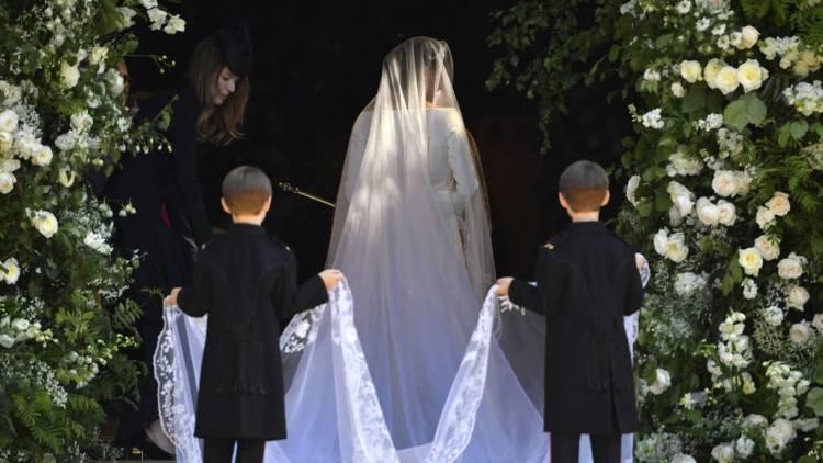 Sie verleihen der Braut den