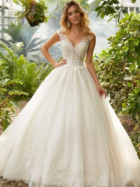 Das Anliegen des Paares war es, Brautkleider in Kollektionsgrößen zu einem angenehmen Preis anzubieten, die dennoch den Anschein einer Maßanfertigung haben