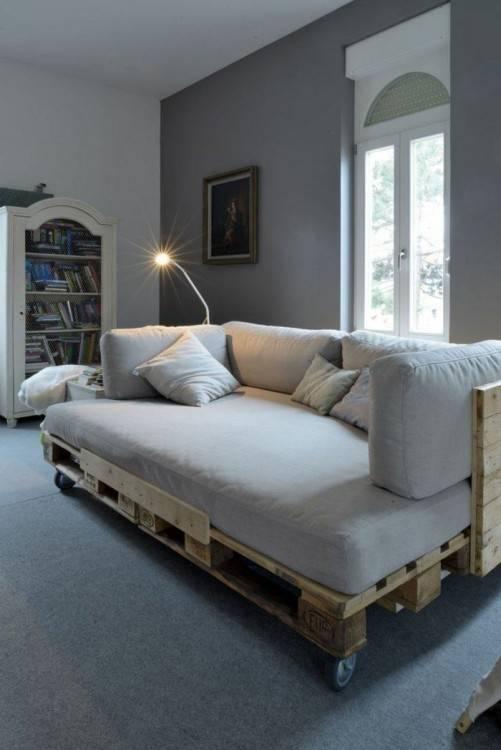Geräumiges Schlafzimmer im klassischen Stil