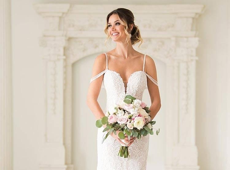 gefunden bei Happy Brautmoden Brautkleid elegant, elegantes Brautkleid, Cymbeline, Spitze, Spitzenkleid, edel, elegant, fließend, Rückenausschnitt,