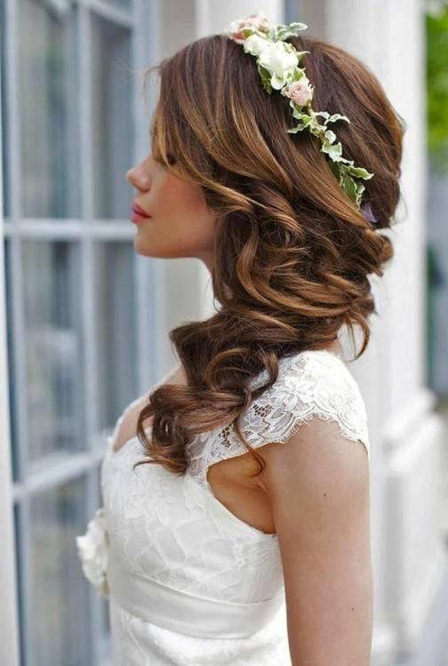 Greenery Hochzeit Frisuren und Hochzeit Hochsteckfrisuren mit grünen Blumen / www