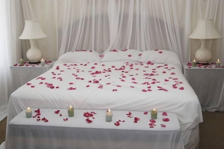 wandgestaltung mit spiegeln optische raumerweiterung freshouse schlafzimmer  wande dekorieren romantische