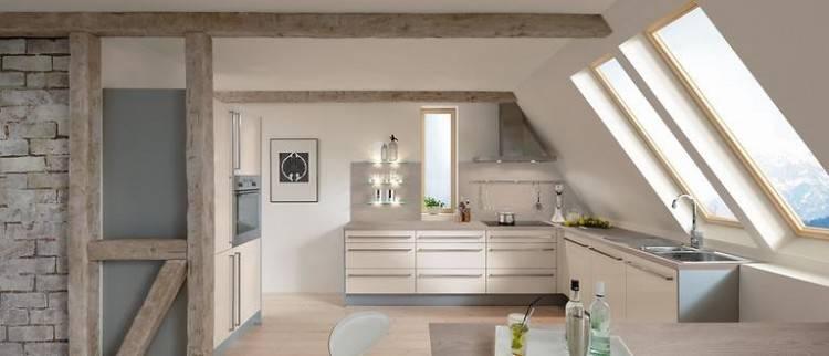 Auch Sonderanfertigungen für schräge Küchenbereiche können Sie Handwerkern  wie uns anvertrauen
