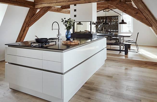 Zweifarbige Küchen sind eine perfekte Alternative, wenn du deine Küche  individuell gestalten möchtest
