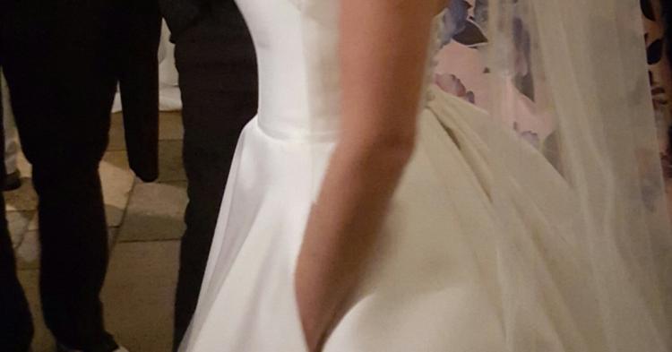 Großhandel Einfache Elegante 2018 Satin Brautkleider Mit Taschen V Ausschnitt Spitze Appliqued Boho Brautkleider Strand Böhmen Hochzeitskleid Von Manweisi,