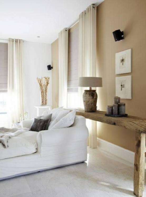 Gemütliches Schlafzimmer in weiß und beige
