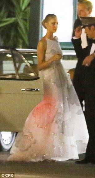 Auffallend ähnlich: Links Kate Middleton bei ihrer Hochzeit mit Prinz William