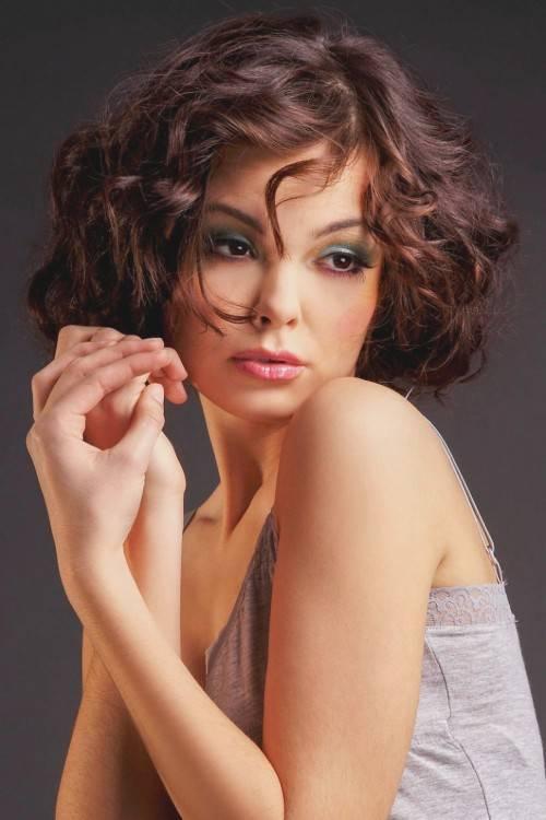 Frisuren für dünnes Haar ab 50: Darauf sollten