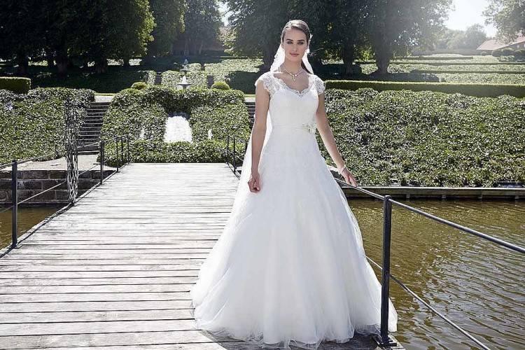 Brautkleid Hochzeitskleid Hochzeit xs s schleppe tüll prinzessin Korsage Creme Vintage