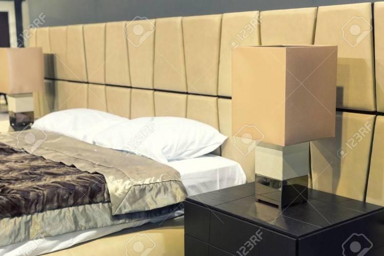Nachttisch Schlafzimmer Nachtschrank 55cm weiß / birne Hochglanz Neu 1