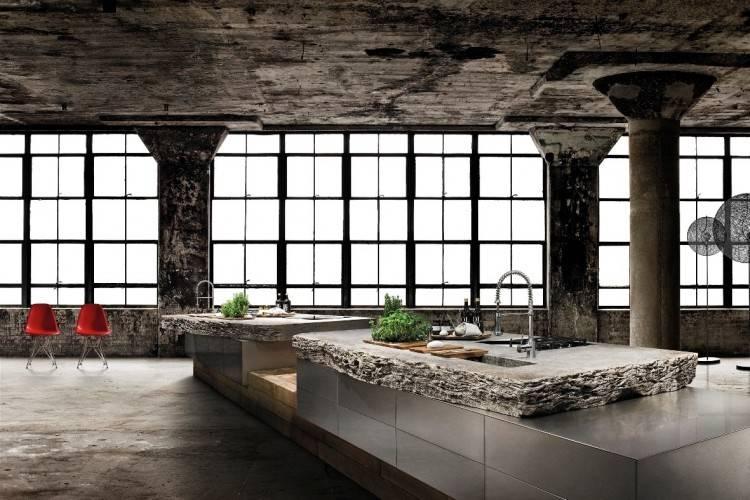Hochglanzküche mit viel Stauraum und Platz zum Kaffeetrinken  (Bildquelle: DESIGNO Küchen)