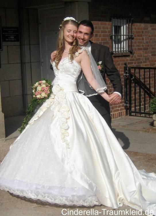 Brautkleid mit Trägern; Brautkleid mit Spitze