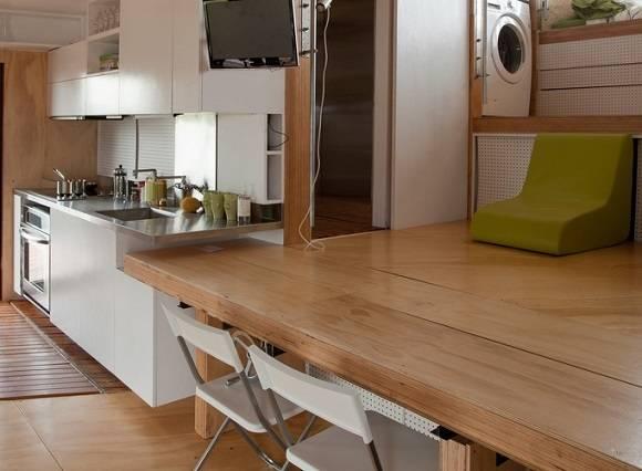 Wird die Arbeitsfläche ein wenig verlängert, dient sie gleichzeitig auch als Tisch