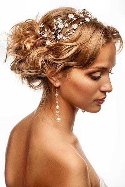 goldene Hochzeit oder auch nur die silberne Hochzeit feiert, sollte keinesfalls die gleiche Frisur tragen, wie vor Jahren zur grünen Hochzeit
