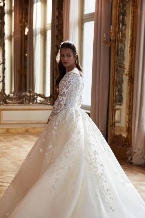 Die Kollektion NATASCHA WIEBKING steht für natürlich schöne und einzigartige Brautkleider