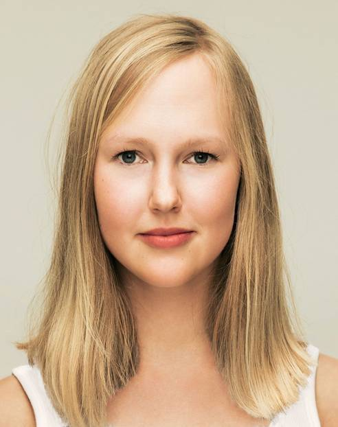 unglücklich, frustriert junge Frau überrascht ist sie verlieren Haare, Geheimratsecken