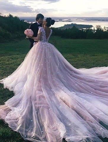 Brautkleid mit langer Schleppe gr