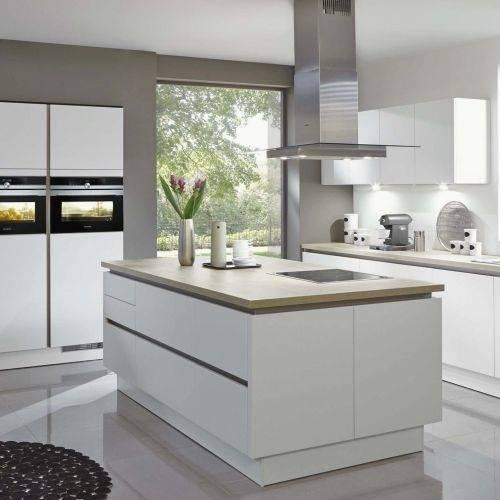 Statt in einem Messerblock finden deine Küchenmesser ihren Platz zum Beispiel an einer schlanken Messerleiste