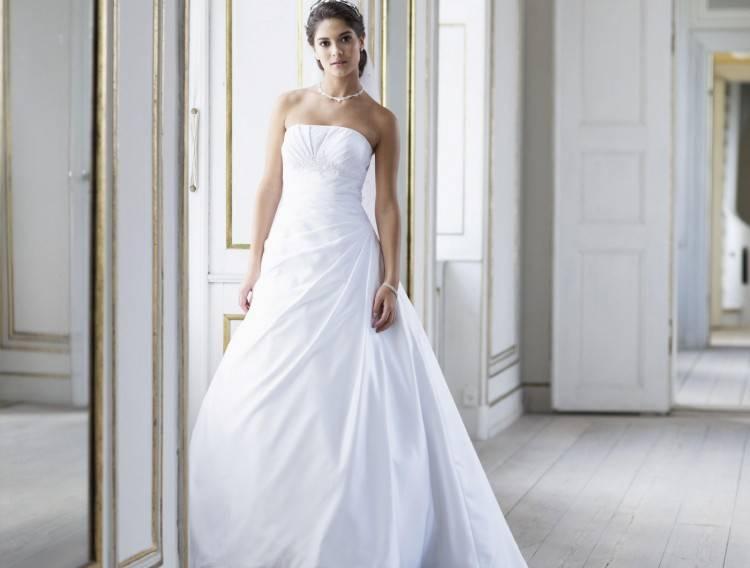 Wer jetzt schon weiß, dass er das Kleid nach der Hochzeit nicht behalten  will, kann das Brautkleid auch ausleihen bzw
