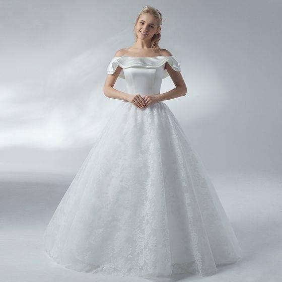 Schlichte Brautkleider Weiß Mit Spitze A Linie Schulterfrei Schleppe Hochzeitskleider Günstig.
