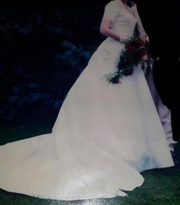 Brautkleid Hochzeitskleid Creme mit Jäckchen