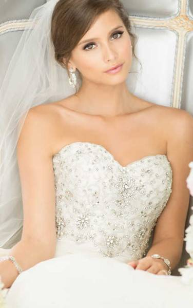 Mittelalter Brautkleider · Mittelalter Hochzeitskleider · Bräutigam  Mittelalterhochzeit