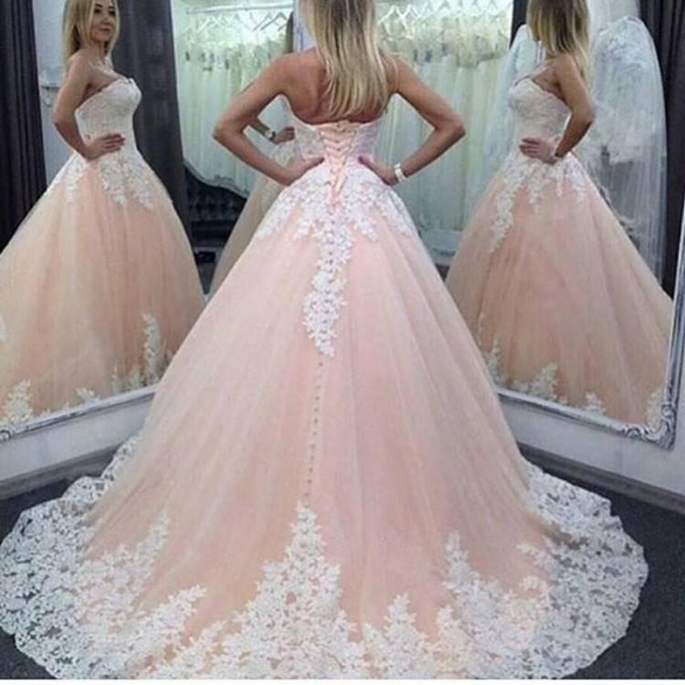 Großhandel 2017 Neue Hochzeitskleid Elegante O Ausschnitt Friesen Blumen Sleeveless Spitze Stickerei War Dünn Sexy White Ball Gown X Von Joyce593,