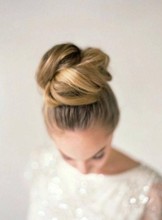 Festliche Damenfrisur für eine Hochzeit oder Ball