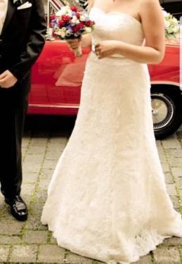 Traumhaftes Brautkleid mit Schleppe und versch