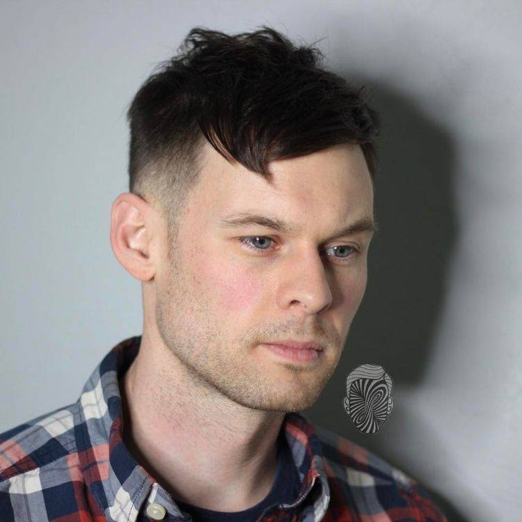 frisuren mit geheimratsecken für männer haarschnitt haaransatz verdecken  combover fade dünnes haar Frisuren mit Geheimratsecken für Männer –  Passende