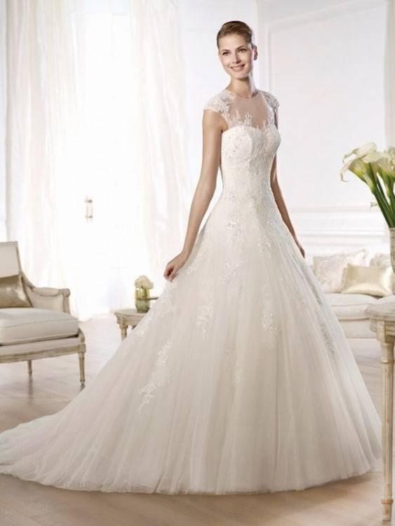 Auf diesem Bild sehen Sie Brautkleider und Hochzeitskleider der deutschen Mode Marke FRIDA CLAIRE