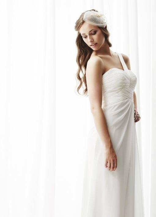 Seid ihr auf der Suche nach einer bezaubernden Frisur für den großen Tag? Wir zeigen euch die schönsten Brautfrisuren 2017! Von