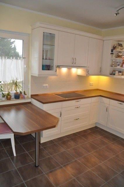 Dieselbe Küche jetzt mit LINNMON Tischplatte in Weiß