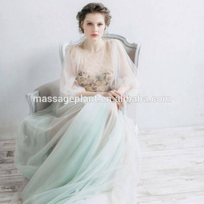 Braut im Hochzeitskleid vor dem Palacio de Valle in Cienfuegos, povinz  Cienfuegos, Kuba Engl