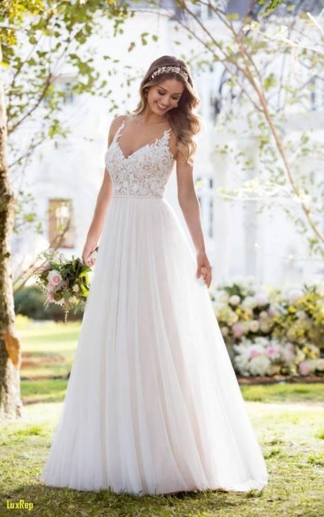 Ausgehend von den Fotos, schien das Kleid für die Hochzeit  englische