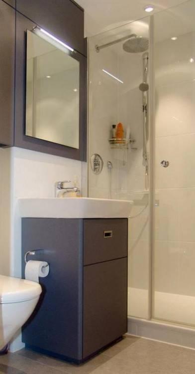 Badezimmermöbel nach Maß in HPL Birnbaum belegt, von innen !